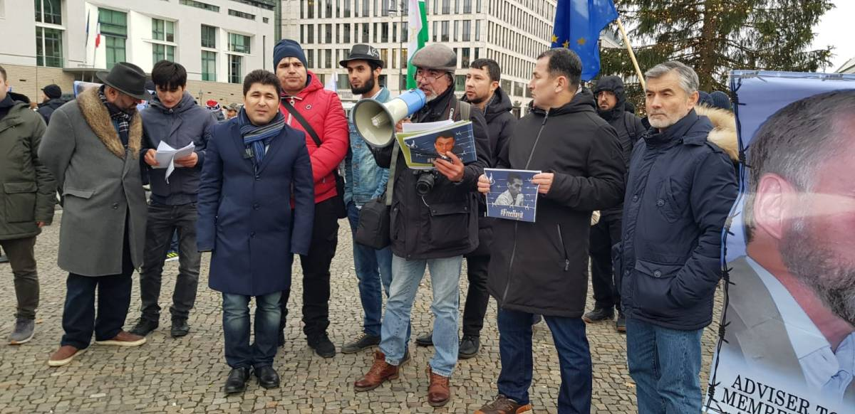 The statement of the protest of Tajik political emigrants outside the Bundestag building (Parliament of the Federal Republic of Germany)